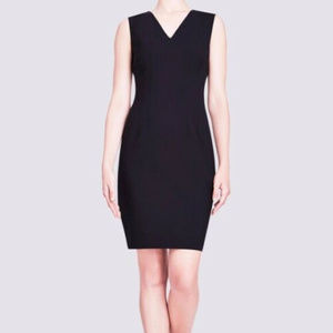 Elie Tahari S 6 Black Wool Sheath dress V Neck